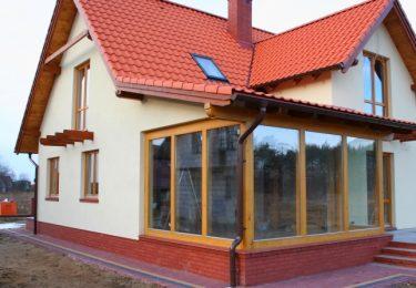 Haus aus geklebtem Holz